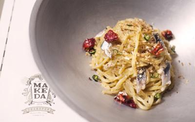 queen-makeda-tonnarelli-aglio-olio-peperoncino-acciughe-peperone